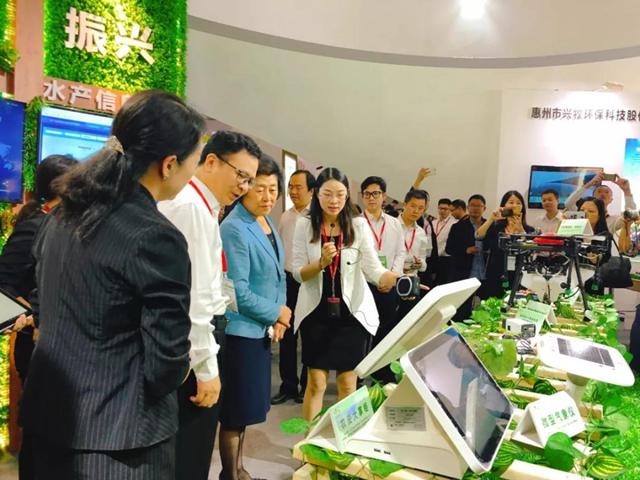中国农产品市场协会会长张玉香、广东省农业农村厅副厅长陈东莅临CLIFE展厅指导